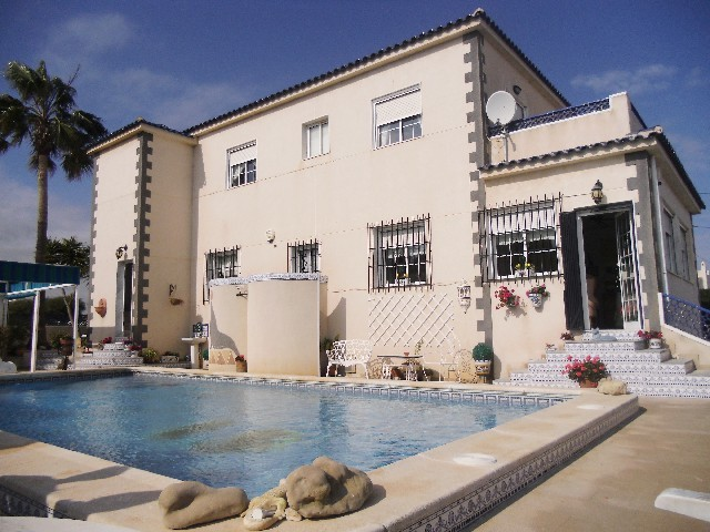 Villamartin Villa For Sale - €470,000