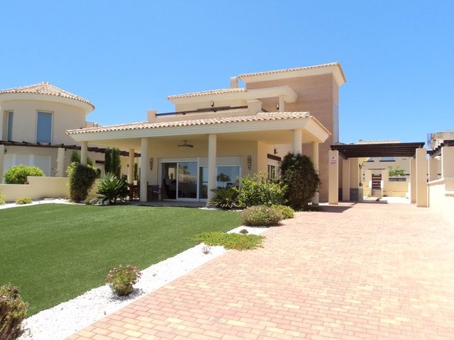Gea y Truyols Villa For Sale - €325,000