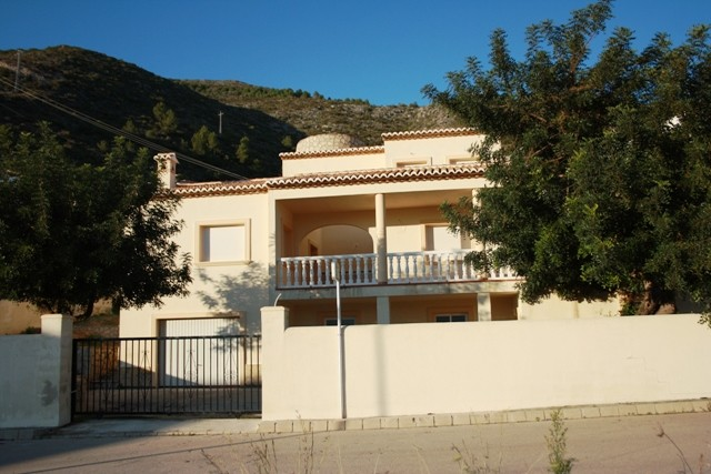 Jalon Villa For Sale - €395,000