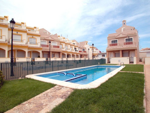 Dolores de Pacheco Townhouse For Sale - €105,000