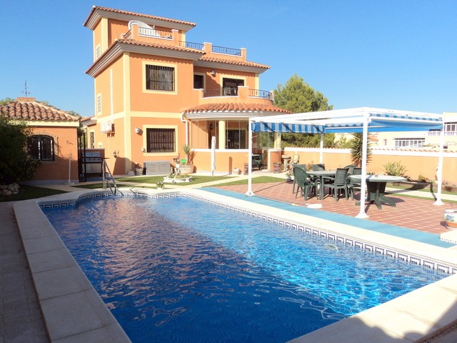 Villamartin Villa For Sale - €449,000