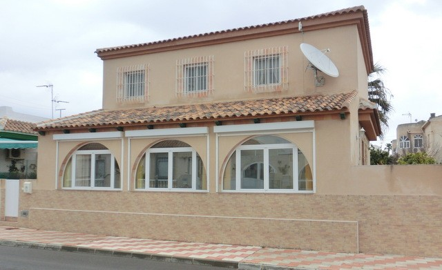 Los Alcazares Villa For Sale - €260,000