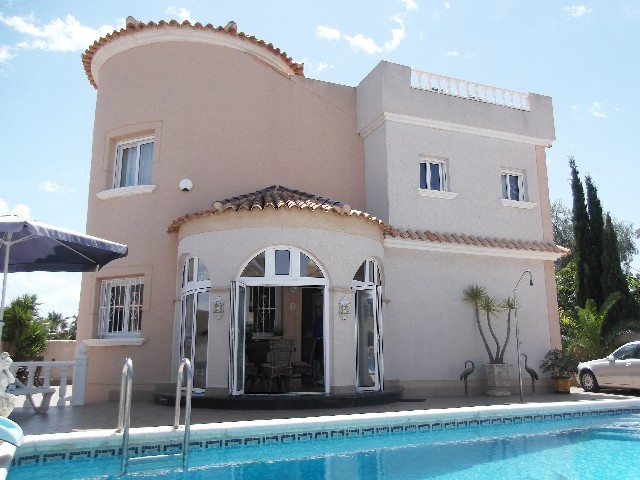 La Zenia Villa For Sale - €390,000