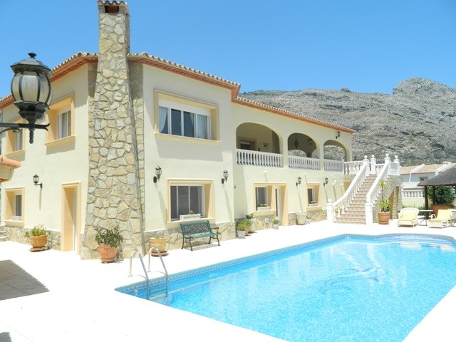 Jalon Valley Villa For Sale - €545,000