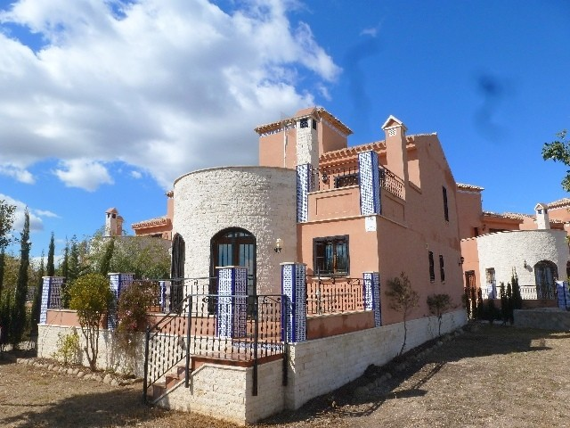 San Miguel de Salinas Villa For Sale - €245,000