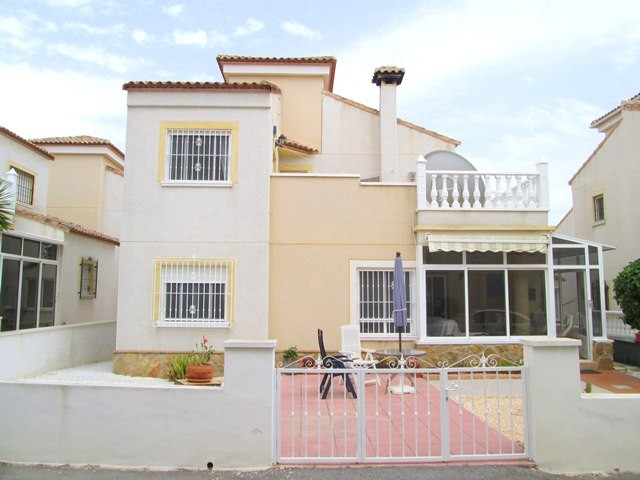 San Miguel de Salinas Villa For Sale - €164,000