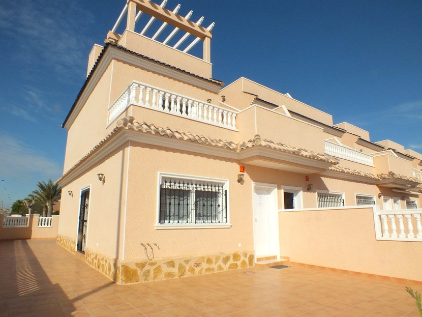 Townhouse in Punta Prima - €219,900 - Ref:737