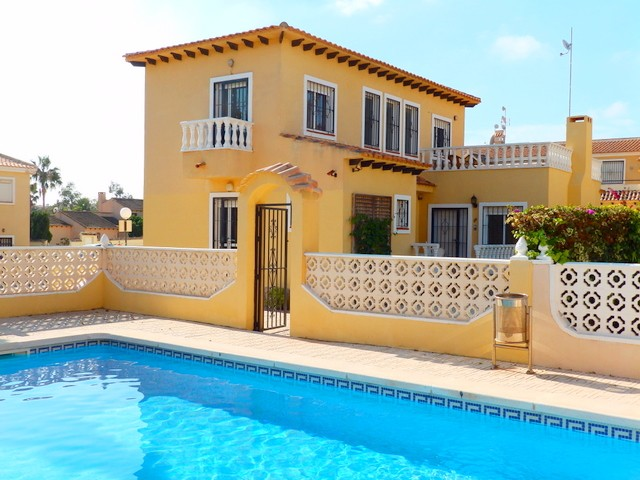 Villamartin Villa For Sale - €233,000