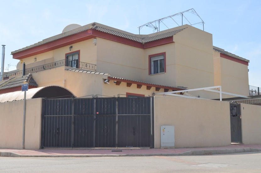 Daya Nueva Townhouse For Sale - €165,000