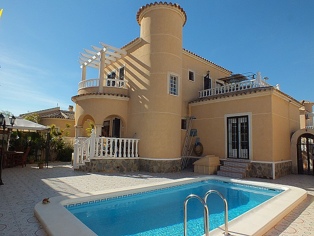 Benijofar Villa For Sale - €210,000
