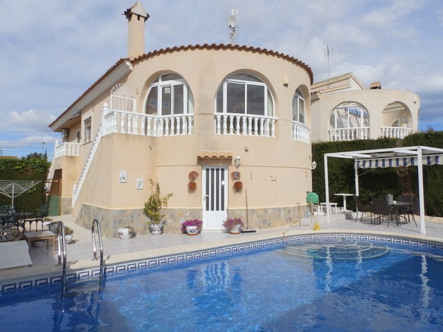 Los Balcones Villa For Sale - €235,000