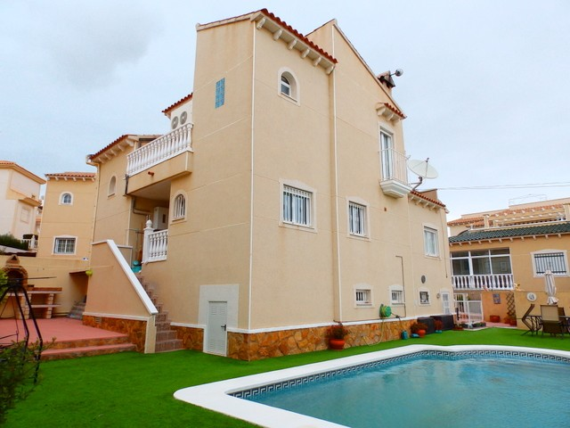 Villamartin Villa For Sale - €329,000