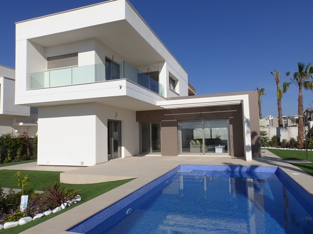 Los Montesinos Villa For Sale - €259,000