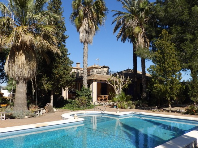 Almoradi Finca For Sale - €300,000