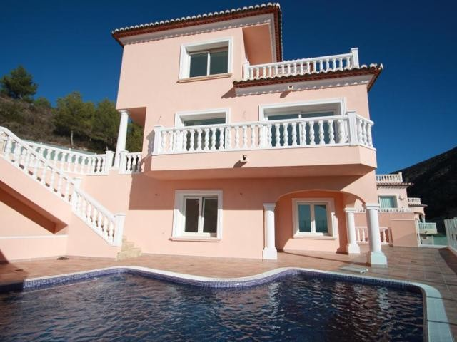Moraira Villa For Sale - €395,000