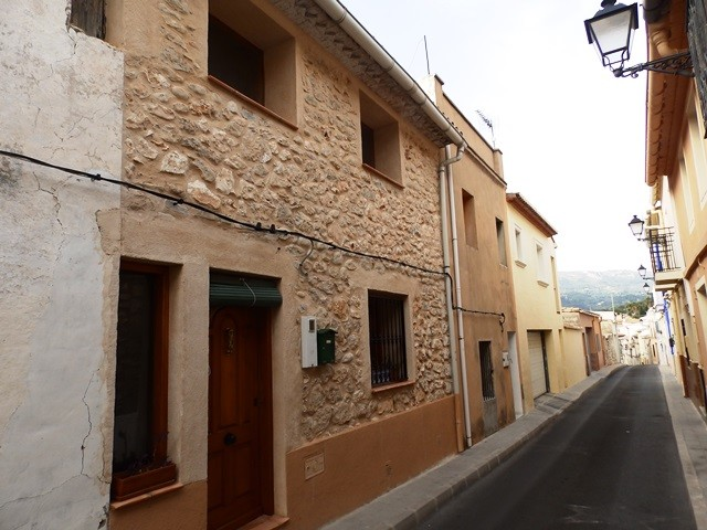 Townhouse in Tormos - €119,999 - Ref:257