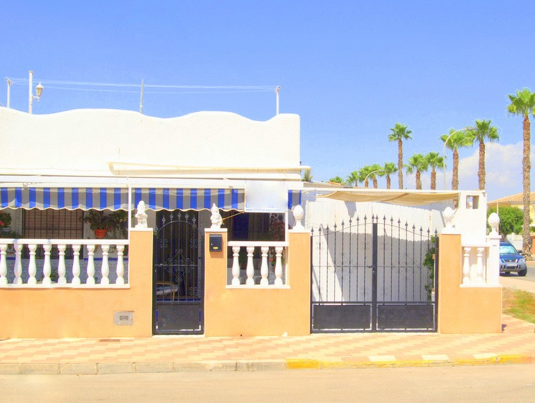 Los Alcazares Villa For Sale - €118,000