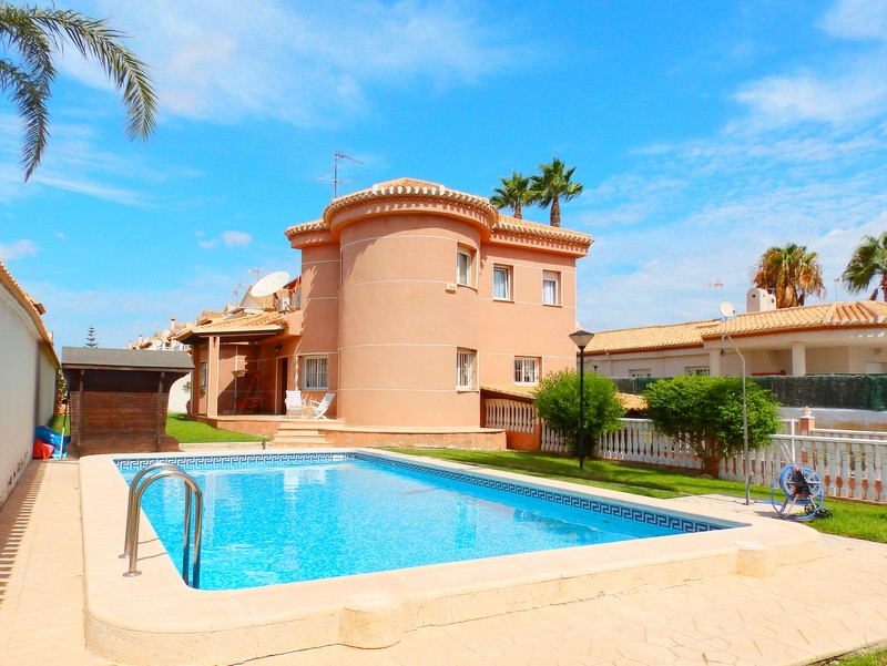 Playa Flamenca Villa For Sale - €495,000