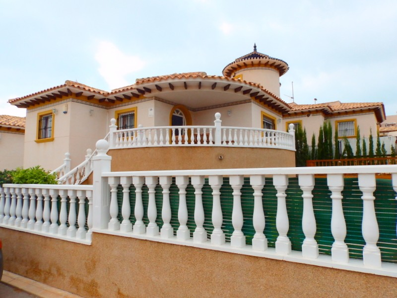 Cabo Roig Villa For Sale - €325,000