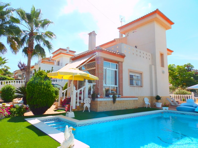San Miguel de Salinas Villa For Sale - €279,000
