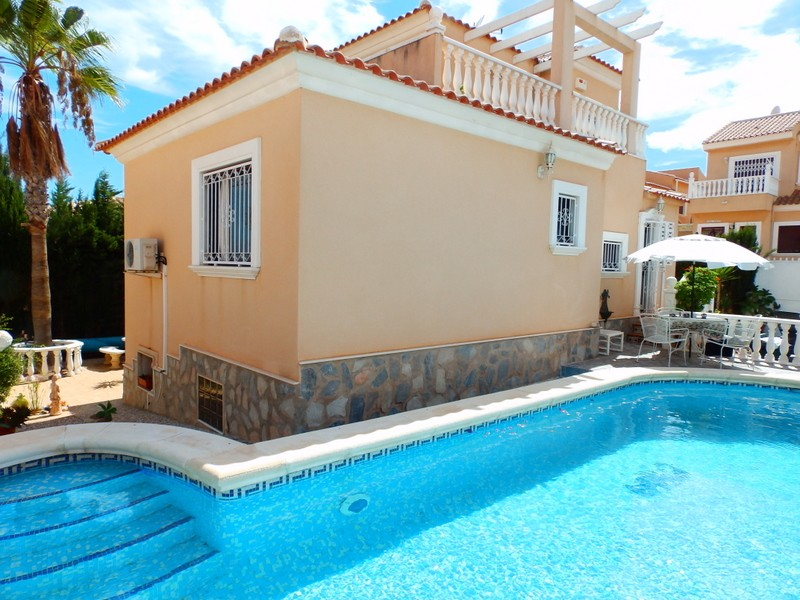 Villamartin Villa For Sale - €240,000