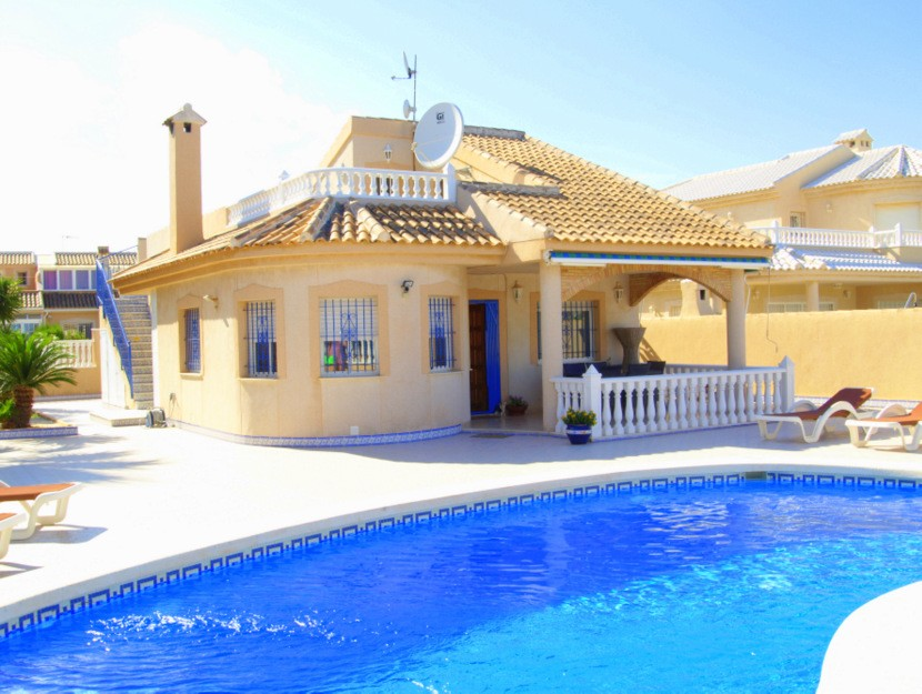 Los Nietos Villa For Sale - €600,000