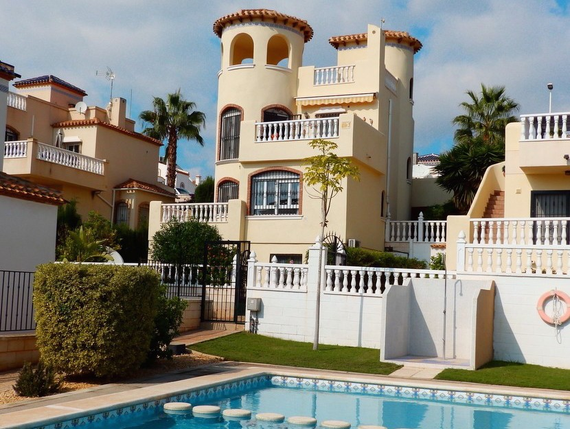 Los Dolses Villa For Sale - €299,000