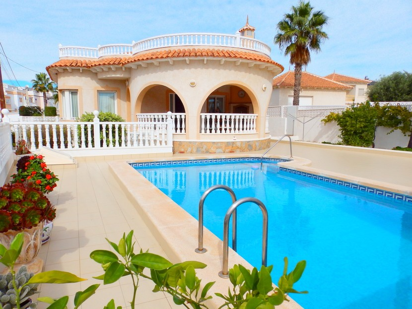 San Miguel de Salinas Villa For Sale - €299,995