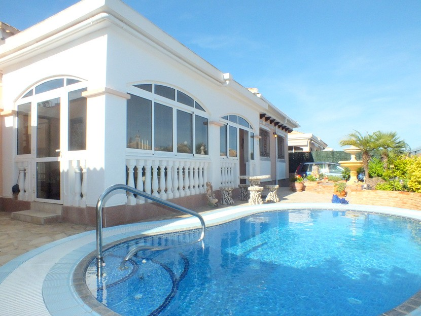 Los Montesinos Villa For Sale - €179,000