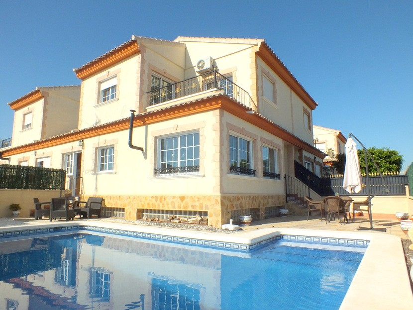 Bigastro Townhouse For Sale - €230,000