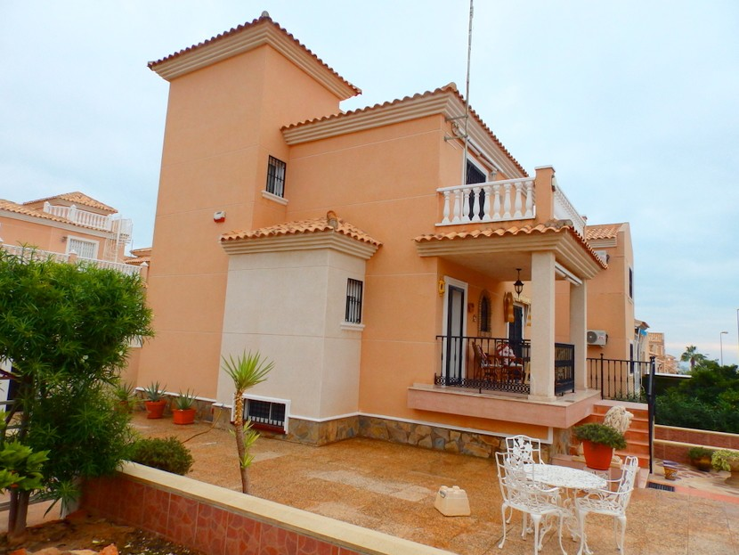 Los Altos Villa For Sale - €270,000