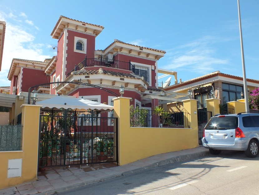 Bigastro Villa For Sale - €129,000