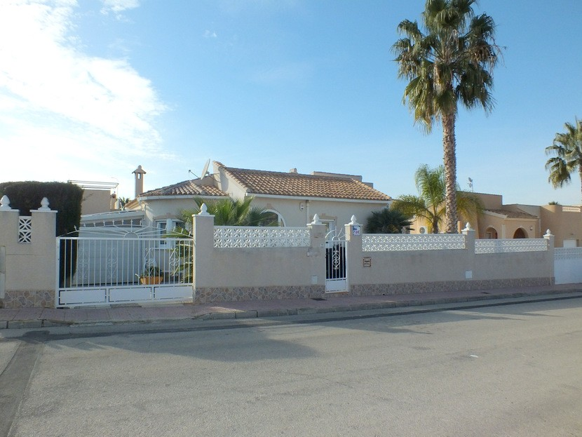Benijofar Villa For Sale - €240,000