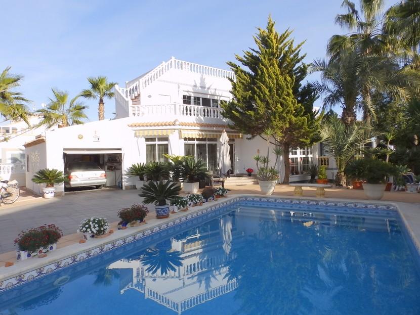 Los Dolses Villa For Sale - €395,000