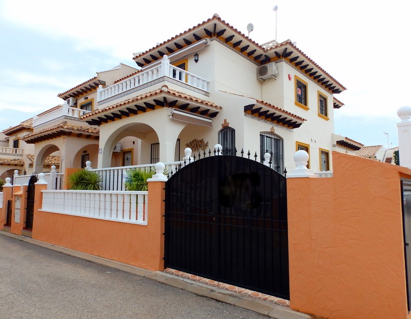 Campoamor Townhouse For Sale - €129,950