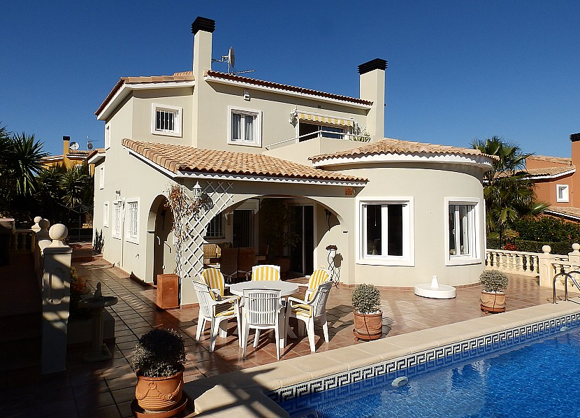 Gata de Gorgos Villa For Sale - €270,000