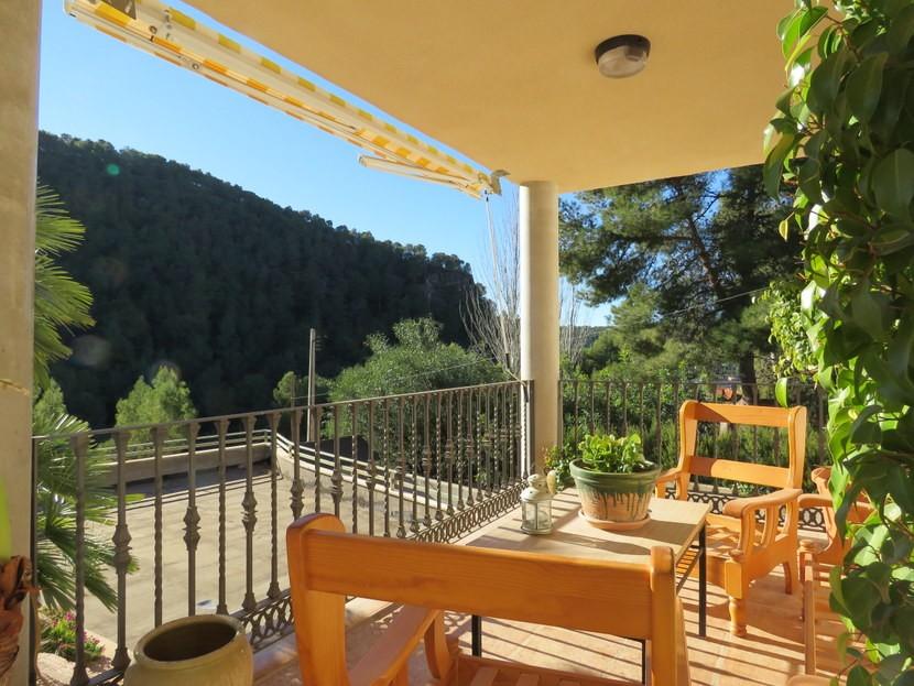 Terrace for alfresco dining - 4 bedroom 3 bathroom Olocau