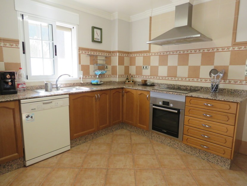 Kitchen - 4 bedroom 3 bathroom Olocau