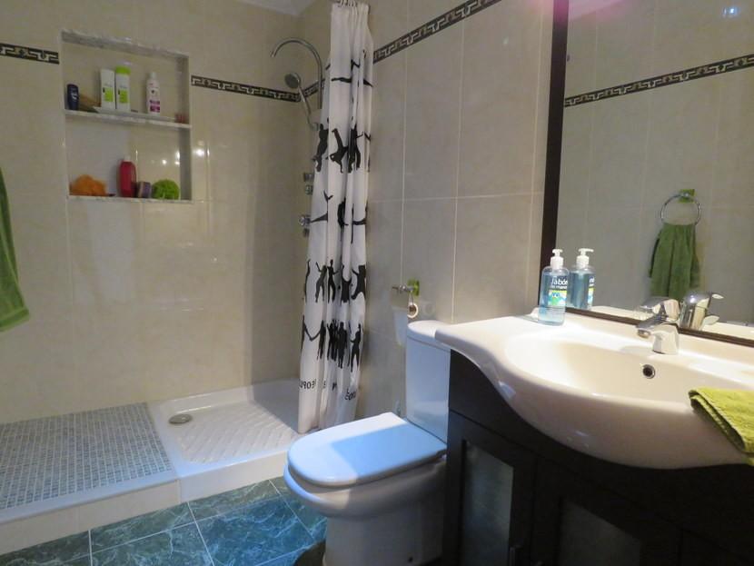 Downstairs guest bathroom - 4 bedroom 3 bathroom Olocau