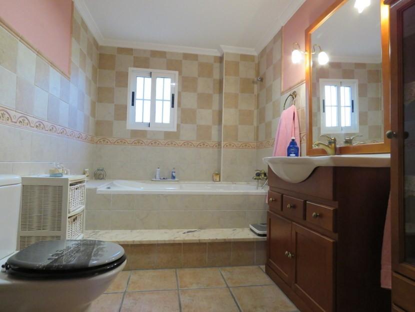 En suite bathroom - 4 bedroom 3 bathroom Olocau