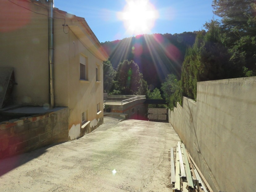 Long driveway - 4 bedroom 3 bathroom Olocau