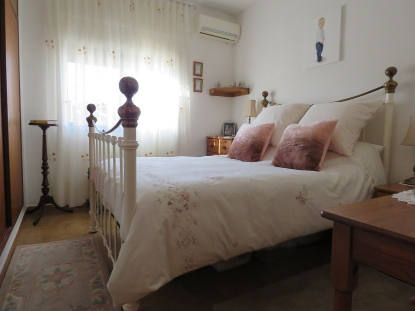 Master bedroom  - 4 bed 1 bath Villa Vilamarchante