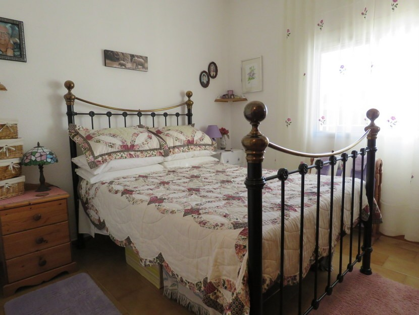 2nd bedroom  - 4 bed 1 bath Villa Vilamarchante