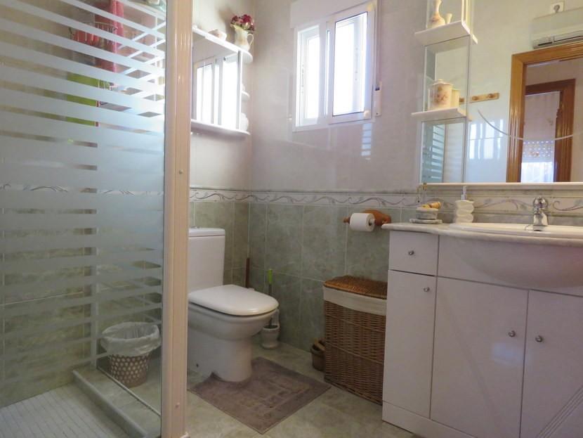 Family bathroom  - 4 bed 1 bath Villa Vilamarchante
