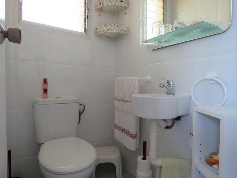 Outside bathroom  - 4 bed 1 bath Villa Vilamarchante