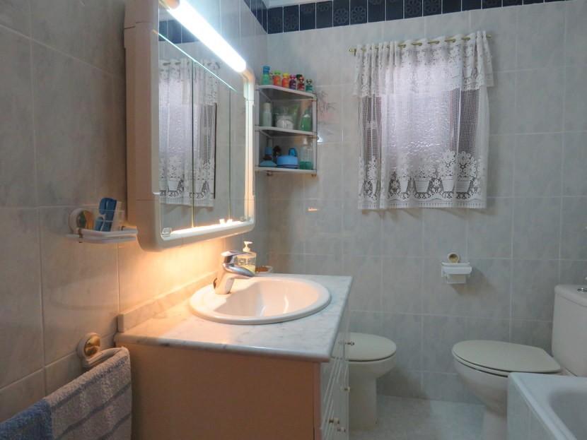 Bathroom 1  - 3 bed 3 bathroom Villamarchante