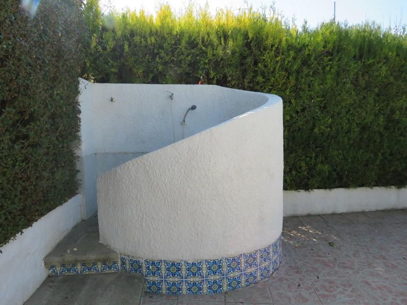 Outdoor shower  - 3 bed 3 bathroom Villamarchante
