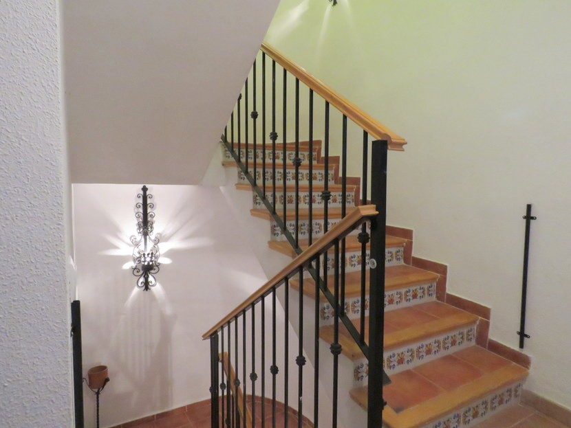 Stairs  - 4 bedroom 2 bathroom villa Villamarchante