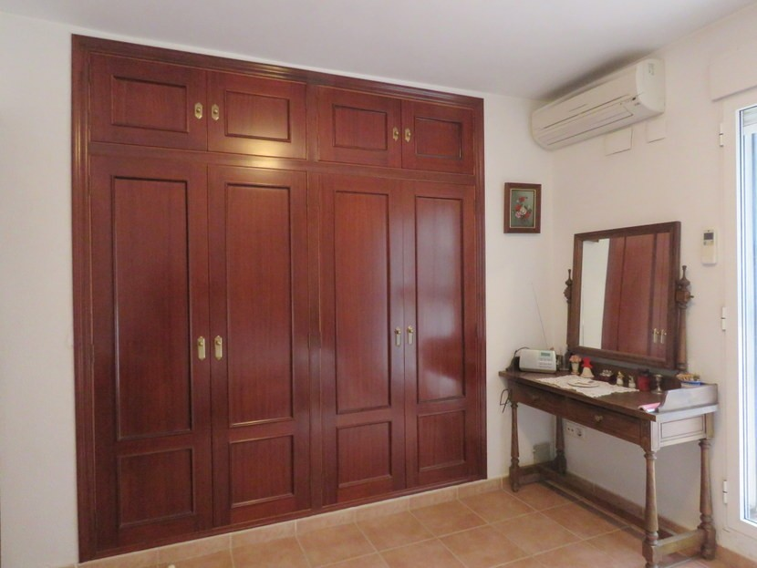 Built in wardrobes  - 4 bedroom 2 bathroom villa Villamarchante