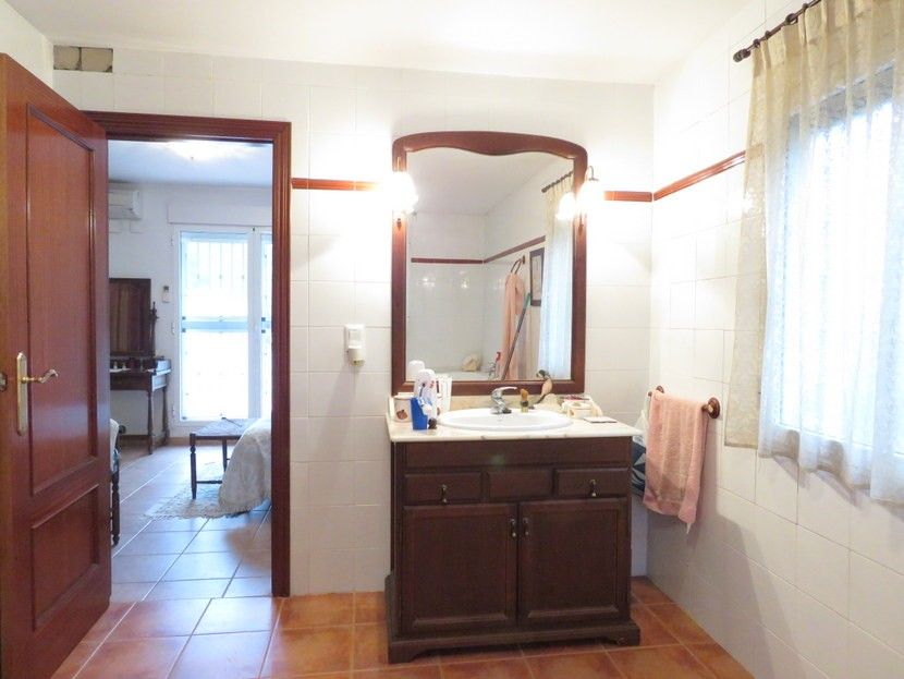 En suite  - 4 bedroom 2 bathroom villa Villamarchante